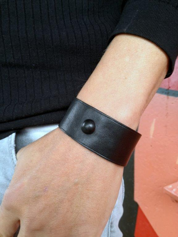 The Spacer Black 4